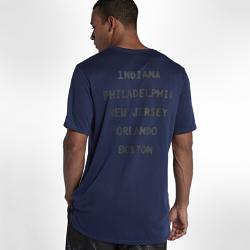 Мужская футболка Nike Dry KobeМужская футболка Nike Dry Kobe из влагоотводящей ткани обеспечивает комфорт во время тренировки и на каждый день.<br>