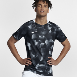 Мужская игровая футболка с коротким рукавом Nike Dry SquadМужская игровая футболка с коротким рукавом Nike Dry Squad из эластичной влагоотводящей ткани с короткими рукавами покроя реглан обеспечивает комфорт и свободу движений на поле.<br>