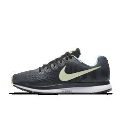 Мужские беговые кроссовки Nike Air Zoom Pegasus 34 SolsticeМужские беговые кроссовки Nike Air Zoom Pegasus 34 Solstice с обновленным верхом из более легкого и дышащего материала Flymesh подойдут как для начинающих, так и для опытных бегунов.Проверенные временем амортизация и поддержка давно полюбились бегунам.  Воздухопроницаемость и комфорт  Цельный верх из легкого и дышащего материала Flymesh позволяет избежать перегрева. Эта версия материала Flymesh более легкая, но обеспечивает по-прежнему отличную поддержку по всей стопе.  Надежная посадка  Невероятно прочные нити Flywire, интегрированные в систему шнуровки, обхватывают стопу для поддержки, плотной посадки и надежной фиксации. Жесткий задник создает дополнительную стабилизацию.  Мгновенная амортизация  Амортизирующий пеноматериал со вставками Zoom Air в области пятки и передней части стопы придает импульс каждому шагу.<br>