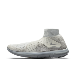 Женские кроссовки NikeLab Free RN Motion Flyknit 2017Женские кроссовки NikeLab Free RN Motion Flyknit 2017 с невероятно гибкой подошвой для свободы движений стопы и инновационной системой с двумя ремешками для удобной посадки без шнуровки.<br>