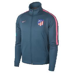 Мужская куртка Atletico de Madrid Authentic N98Мужская куртка Atletico de Madrid Authentic N98 обеспечивает тепло и комфорт благодаря прочной ткани и воротнику-стойке с молнией до подбородка.<br>