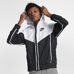 Женская куртка Nike Sportswear WindrunnerЖенская куртка Nike Sportswear Windrunner — новое исполнение оригинальной беговой модели для повседневной жизни. Она сохранила культовые элементы дизайна, такие как шеврон под углом 26 градусов на груди.<br>