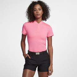 Женская рубашка-поло для гольфа Nike Dri-FITКОМФОРТ ВО ВРЕМЯ ИГРЫ  Женская рубашка-поло для гольфа Nike Dri-FIT — классический силуэт в современном стиле, выполненный из влагоотводящей ткани для абсолютного комфорта.  Отведение влаги  Технология Dri-FIT обеспечивает комфорт, выводя влагу на поверхность ткани, где она быстро испаряется.  Комфортная конструкция  Воротник-стойка не натирает кожу, позволяя полностью сконцентрироваться на игре.  Функциональность и защита  Удлиненная сзади нижняя кромка с разрезом для удобной посадки и защиты при каждом замахе.<br>