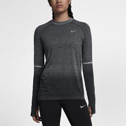 Женская беговая футболка с длинным рукавом Nike Dri-FIT KnitЖенская беговая футболка с длинным рукавом Nike Dri-FIT Knit обеспечивает непревзойденный комфорт благодаря практически бесшовной конструкции. Более открытое плетение включевых зонах усиливает циркуляцию воздуха. Слегка завышенная линия горловины дает дополнительную защиту в прохладную погоду.  Специальные зоны вентиляции  На груди и спине ткань имеет более открытое плетение, напоминающее сетку. Это обеспечивает прохладу там, где это необходимо. Зоны интегрированной сетки вместо вшитых сетчатых вставок создают практически бесшовную гладкую конструкцию.  Длительный комфорт  Швы есть только на рукавах. Полное отсутствие швов по бокам обеспечивает невероятную гладкость и мягкость. Эта первоклассная конструкция обеспечивает непревзойденный комфорт на всей дистанции.  Отведение влаги  Технология Dri-FIT обеспечивает прохладу и комфорт, выводя влагу на поверхность ткани, где она быстро испаряется.<br>