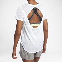 Женская беговая футболка с коротким рукавом Nike BreatheСозданная для самых интенсивных нагрузок женская беговая футболка с коротким рукавом Nike Breathe из мягкой влагоотводящей сетки обеспечивает охлаждение и комфорт.  Отведение влаги  Легкая ткань Nike Breathe с технологией Dri-FIT отводит влагу от кожи, а полностью сетчатая структура обеспечивает охлаждение.  Охлаждение  Слегка свободный крой и открытая конструкция спины обеспечивают охлаждение, когда на пробежке становится жарко.  Надежная посадка  Нижняя кромка сзади и горловина обеспечивают защиту во время растяжки, помогая тебе двигаться увереннее.<br>
