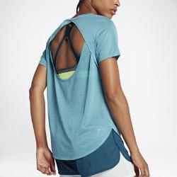 Женская беговая футболка с коротким рукавом Nike BreatheСозданная для самых интенсивных нагрузок женская беговая майка Nike Breathe из мягкой влагоотводящей сетки обеспечивает охлаждение и комфорт.<br>