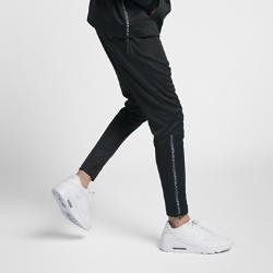 Мужские джоггеры Nike Sportswear Air MaxМужские джоггеры Nike Sportswear Air Max из гладкой ткани двойного переплетения с зауженным кроем обеспечивают комфорт на весь день.<br>