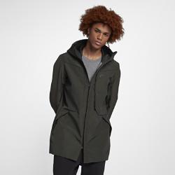 Мужская куртка Nike Sportswear Tech ShieldМужская куртка Nike Sportswear Tech Shield обеспечивает защиту в любых условиях. Материал Nike Shield защищает от дождя и ветра, а система внутренних ремешков позволяет носить модель за спиной, не занимая руки.<br>