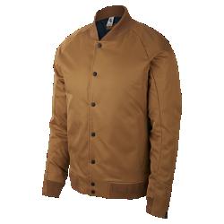 Мужская куртка NikeCourt x RFМужская куртка NikeCourt x RF создана в едином стиле коллекции с кроем куртки-бомбер и планкой как у тренерской куртки. Легкий наполнитель Primaloft обеспечивает надежную защиту от холода.  Молнии с застежкой  Боковые молнии с полуавтоматической застежкой, которая фиксируется в плоском положении, позволяют надежно хранить содержимое карманов.  Элегантный образ  Основа из двух видов ткани с отделкой рукавов из ткани гро-гро для создания элегантного контраста. Манжеты, выполненные наполовину из рубчатой ткани, для аккуратного вида.  Стиль изнутри  Крупный логотип RF нашит на отсек с внутренней стороны. Коллаборацию Nike и Роджера Федерера символизирует внутренний тканый ярлык.<br>