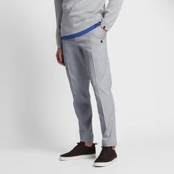 Мужские брюки NikeCourt x RFУниверсальные мужские брюки NikeCourt x RF созданы под вдохновением от повседневного стиля Роджера Федерера и высокого стиля. Застежка на пуговицах, слегка зауженный крой и складка спереди на штанине привносят штрих официального стиля.<br>