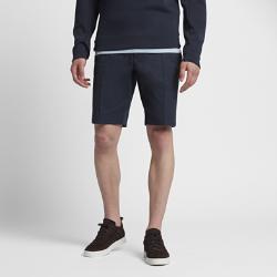 Мужские шорты NikeCourt x RFУниверсальные мужские шорты NikeCourt x RF созданы под вдохновением от повседневного стиля Роджера Федерера и изящного стиля. Застежка на пуговицах, длина чуть выше колена, зауженный крой и складка спереди на штанине привносят штрих официального стиля.<br>