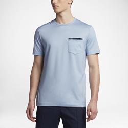 Мужская футболка с коротким рукавом NikeCourt x RFМужская футболка с коротким рукавом NikeCourt x RF из коллекции Роджера Федерера — повседневная модель с удлиненным кроем, идеально подходящая для сочетания с другой экипировкой.  Изящный стиль  Нагрудный карман из разноцветного волокна отделан тканью гро-гро.  Одобрено чемпионом  Лазерный укрепленный логотип Федерера на спине в едином стиле коллекции.  Подробнее  Состав: 100% хлопок Машинная стирка Импорт<br>
