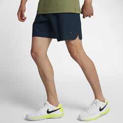 Мужские теннисные шорты NikeCourt x RFМужские теннисные шорты NikeCourt x RF обеспечивают функциональность и комфорт в современном силуэте. Для звезды тенниса Роджера Федерера важны детали, поэтому здесь учтены все особенности движения и внесены первоклассные фирменные штрихи.  ВОЗДУХОПРОНИЦАЕМОСТЬ  Лазерная перфорация на задней части штанин обеспечивает вентиляцию там, где это необходимо.  СВОБОДА ДВИЖЕНИЙ  Разрезы в кромке, эргономичные швы и надежный шнурок в поясе для полной свободы движений во время тренировки или игры.  КОМФОРТ  Технология Dri-FIT обеспечивает превосходную воздухопроницаемость и комфорт, выводя влагу на поверхность ткани, где она быстро испаряется.<br>