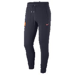 Мужские брюки FC BarcelonaМужские брюки FC Barcelona из мягкой ткани френч терри с фирменными деталями обеспечивают комфорт на весь день.<br>