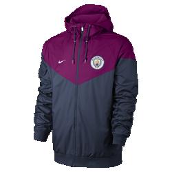 Мужская куртка Manchester City FC Authentic WindrunnerМужская куртка Manchester City FC Authentic Windrunner сохранила классические элементы оригинальной модели: вставку в виде шеврона на груди и прочную ткань, защищающую от непогоды во время игры или прогулки.<br>