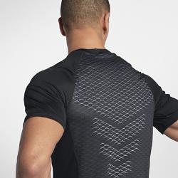 Мужская футболка для тренинга с коротким рукавом Nike Pro HyperCoolМужская футболка для тренинга с длинным рукавом Nike Pro HyperCool из сетки и эластичной ткани обеспечивает вентиляцию и комфорт во время тренировки.<br>