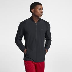 Мужская баскетбольная куртка Jordan Ultimate FlightМужская баскетбольная куртка Jordan Ultimate Flight из эластичной влагоотводящей ткани обеспечивает комфорт и естественную свободу движений на площадке и за ее пределами.<br>
