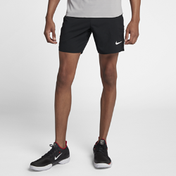 Мужские теннисные шорты NikeCourt Flex Ace 18 смСКОРОСТЬ БЕЗ ОГРАНИЧЕНИЙ  Мужские теннисные шорты NikeCourt Flex 18 см из эластичного влагоотводящего тканого материала создают ощущение прохлады и не стесняют движений во время матча.  Свобода движений  Ткань Nike Flex отлично тянется, обеспечивая свободу движений на корте.  Воздухопроницаемость  Пояс с сетчатой подкладкой обеспечивает повышенную вентиляцию во время интенсивных соревнований. Внутренний шнурок позволяет регулируемой надежной посадки.  Надежная защита на корте  Глубокие боковые карманы обеспечивают надежное хранение мячей и не стесняют движений во время игры.<br>