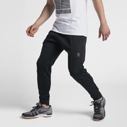 Мужские теннисные брюки NikeCourtМужские теннисные брюки NikeCourt из мягкой ткани с зауженным кроем обеспечивают комфортную защиту за пределами корта.<br>