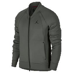Мужская куртка Jordan Sportswear Flight TechМужская куртка Jordan Sportswear Flight Tech, дизайн которой был вдохновлен курткой Air Jordan Muscle 1985 года, обеспечивает тепло и комфорт благодаря мягкому флису и вентиляции в области подмышек.<br>
