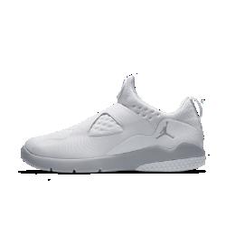 Мужские кроссовки для тренинга Jordan Trainer EssentialМужские кроссовки для тренинга Jordan Trainer Essential из дышащего материала с ремешком, поддерживающим стопу, и мягкой амортизацией обеспечивают абсолютный комфорт.  Длительный комфорт  Подошва из материала Cushlon обеспечивает мягкость и комфорт, а легкая вставка Nike Zoom Air создает амортизацию при каждом шаге.  Воздухопроницаемость  Верх из текстиля и внутренняя вставка для плотной посадки, воздухопроницаемости и комфорта на каждой тренировке.<br>