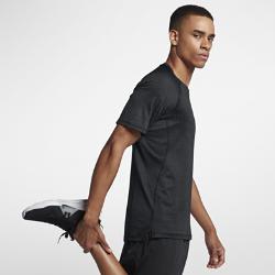 Мужская футболка для тренинга с коротким рукавом Nike Pro HyperCoolМужская футболка для тренинга с коротким рукавом Nike Pro HyperCool из легкой влагоотводящей ткани обеспечивает охлаждение и комфорт во время тренировок.<br>