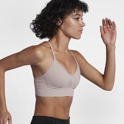 Спортивное бра с легкой поддержкой Nike SeamlessСпортивное бра с легкой поддержкой Nike Seamless из влагоотводящей ткани с бесшовной конструкцией обеспечивает комфорт во время тренировки.<br>