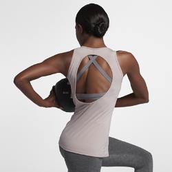 Женская майка для тренинга Nike Dri-FITЖенская майка для тренинга Nike Dri-FIT из влагоотводящей ткани с вырезом на спине обеспечивает охлаждение и комфорт во время тренировок.<br>