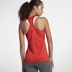 Женская майка для тренинга Nike DryЖенская майка для тренинга Nike Dry из влагоотводящей ткани с Т-образной спиной обеспечивает вентиляцию, комфорт и свободу движений на каждой тренировке.<br>