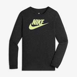 Футболка с длинным рукавом для мальчиков школьного возраста Nike Sportswear Dry FuturaФутболка с длинным рукавом для мальчиков школьного возраста Nike Sportswear Dry Futura из трехкомпонентной ткани обеспечивает комфорт во время игры и на занятиях в школе.<br>
