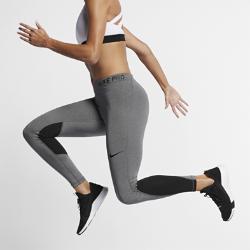 Женские тайтсы для тренинга Nike ProЖенские тайтсы для тренинга Nike Pro из прочной влагоотводящей ткани, тянущейся во всех направлениях, обеспечивают комфорт во время разминки и упражнений на развитиеподвижности, а также по пути на тренировку.  АБСОЛЮТНЫЙ КОМФОРТ  Быстросохнущая ткань с технологией Dri-FIT отводит влагу от кожи.  СВОБОДА ДВИЖЕНИЙ  Плотно прилегающий эластичный пояс фиксирует посадку, а эластичная ткань обеспечивает свободу движений в любом направлении.<br>