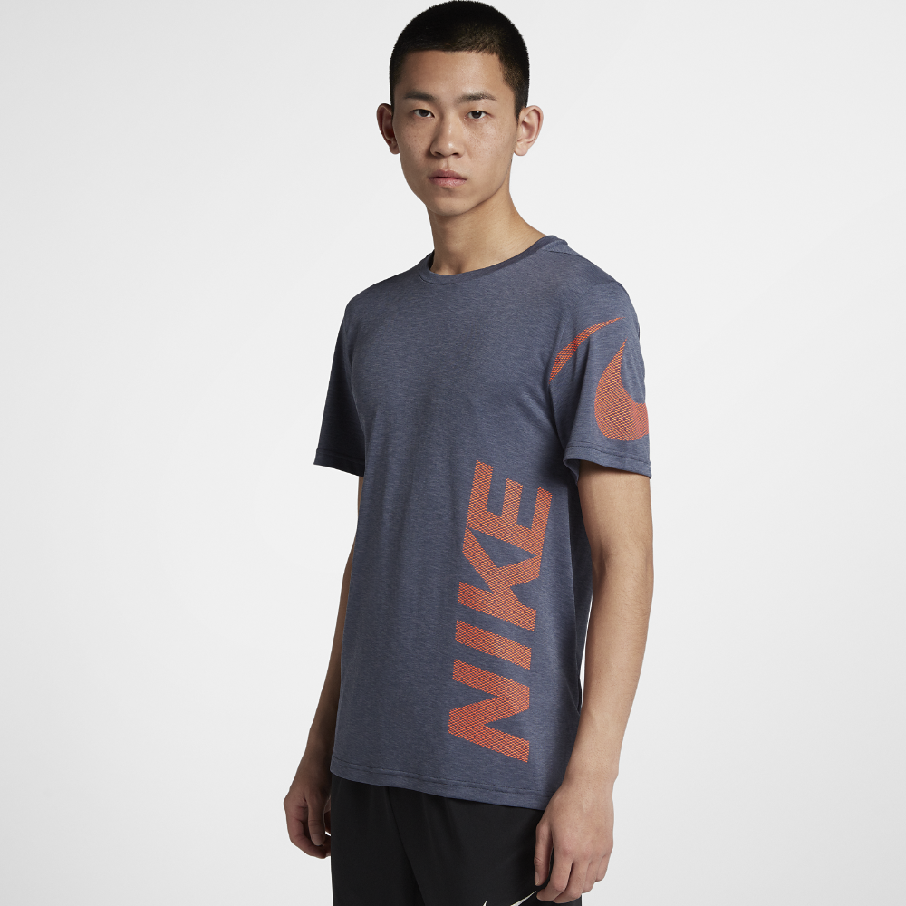 セール!<ナイキ(NIKE)公式ストア> ナイキ ブリーズ メンズ ショートスリーブ トレーニングトップ 889630-011 グレー ★30日間返品無料 / Nike+メンバー送料無料