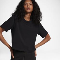 Женская футболка NikeLab EssentialsЖенская футболка NikeLab Essentials с минималистичным свободным кроем — стильный элемент, идеально сочетающийся с любой одеждой.  АБСОЛЮТНЫЙ КОМФОРТ  Эта минималистичная футболка из 100% хлопка стандартной плотности обеспечивает свободную посадку и классический уровень комфорта.<br>