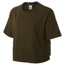 Женская футболка NikeLab EssentialsЖенская футболка NikeLab Essentials с минималистичным свободным кроем — стильный элемент, идеально сочетающийся с любой одеждой.<br>