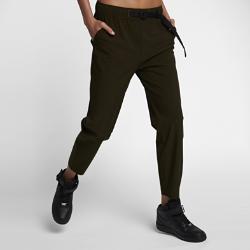 Женские брюки NikeLab Essentials WovenСовременный кройБлагодаря усовершенствованной стандартной посадке брюки не сковывают движений и сидят комфортно.<br>