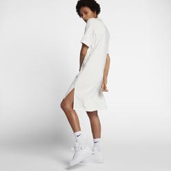 Платье NikeLab EssentialsПлатье NikeLab Essentials с минималистичным свободным кроем идеально подходит для осени.<br>