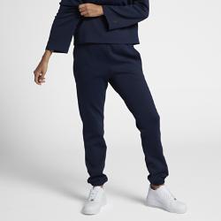 Женские брюки NikeLab Essentials FleeceЖенские брюки NikeLab Essentials Fleece со стандартной плотной посадкой обеспечивают комфорт и естественную свободу движений.  ИДЕАЛЬНАЯ ПОСАДКА  Эластичный пояс с внутренним шнурком и эластичные отвороты в стиле джоггеров обеспечивают комфорт и адаптивную посадку.  УДОБНОЕ ХРАНЕНИЕ  Боковые скошенные карманы создают дополнительное место для хранения, а конструкция из материала двойного переплетения обеспечивает прочность и комфорт.<br>