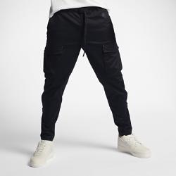 Мужские брюки NikeLab Essentials CargoМужские брюки NikeLab Essentials Cargo из первоклассного тканого материала с прочным водоотталкивающим покрытием DWR дополнены вместительными накладными карманами в классическом стиле карго.<br>