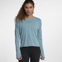 Женская беговая футболка с длинным рукавом Nike MedalistЖенская беговая футболка с длинным рукавом Nike Medalist из влагоотводящей ткани с рукавами покроя реглан обеспечивает вентиляцию, комфорт и свободу движений во время бега.<br>