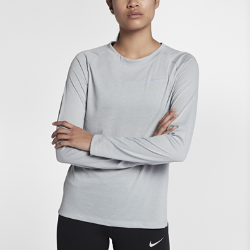 Женская беговая футболка с длинным рукавом Nike TailwindЖенская беговая футболка с длинным рукавом Nike Tailwind сочетает комфорт классической повседневной футболки и функциональность беговой модели, обеспечивая охлаждение. Эта модель с минималистичным дизайном идеально подходит для пробежек и повседневной жизни.<br>