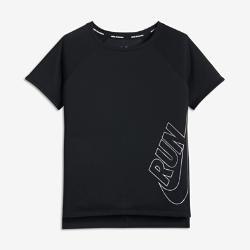 Беговая футболка для девочек школьного возраста Nike Dri-FITБеговая футболка для девочек школьного возраста Nike Dri-FIT сочетает легкую влагоотводящую ткань со вставкой из сетки на спине для вентиляции и комфорта в школе, дома ина пробежках.<br>