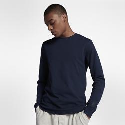 Мужская футболка NikeLab Essentials Long SleeveМужская футболка NikeLab Essentials Long Sleeve из комфортного хлопка со стандартным кроем не сковывает движений.<br>