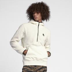 Мужская худи NikeLab Essentials Sherpa FleeceМужская худи NikeLab Essentials Sherpa Fleece из первоклассного флиса Sherpa с контрастным тканым капюшоном и подкладкой из той же ткани выполнена в форме классического пуловера.  СТИЛЬ И УДОБСТВО  Стандартный крой, функциональный передний карман с двойной молнией, пояс из рубчатой ткани, петелька и фирменные наконечники шнурков NikeLab.  СОВРЕМЕННЫЙ ОБРАЗ  Неброские акценты, такие как заниженные плечевые швы и «водолазная» горловина создают современный образ.<br>