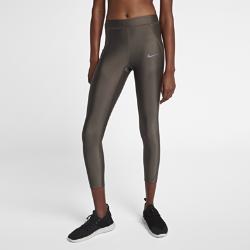 Женские слегка укороченные тайтсы для бега Nike SpeedЖенские слегка укороченные тайтсы для бега Nike Speed — идеальная комбинация эластичности и поддержки. Длина до лодыжек создает современный образ для пробежек в помещении и на улице.  Эластичность и поддержка  Эластичная ткань Nike Power обеспечивает поддержку, позволяя двигаться свободно от старта до финиша. Легкий блеск ткани создает стильный образ.  Просто и универсально  Эластичный пояс без лишних деталей можно завернуть вниз для дополнительной свободы движений. В завернутом виде пояс открывает логотип Nike. Внутренний шнурок фиксирует тайтсы во время бега.  Удобные карманы  Низкопрофильный прорезной карман на правом бедре отлично подходит для телефона. Небольшой карман слева идеален для ключей, наличных и заколок для волос.<br>