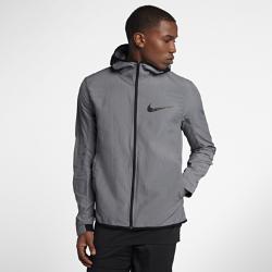 Мужская баскетбольная куртка Nike ShowtimeМужская баскетбольная куртка Nike Showtime из легкой ткани Nike Shield защищает от непогоды и обеспечивает длительный комфорт во время игры.<br>