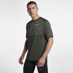 Мужская беговая футболка с коротким рукавом Nike Dri-FIT MedalistМужская беговая футболка с коротким рукавом Nike Dri-FIT Medalist из сетки и влагоотводящей ткани обеспечивает охлаждение и комфорт во время бега.<br>