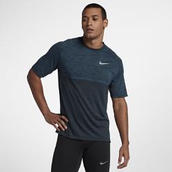 Мужская беговая футболка с коротким рукавом Nike MedalistМужская беговая футболка с коротким рукавом Nike Medalist из сетки и влагоотводящей ткани обеспечивает охлаждение и комфорт во время бега.<br>