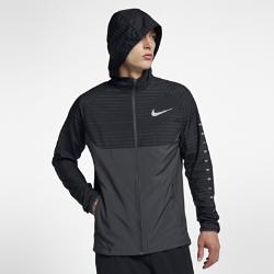 Мужская беговая куртка с капюшоном Nike EssentialМужская беговая куртка с капюшоном Nike Essential из прочной ткани с водоотталкивающими свойствами защищает от дождя во время бега.<br>