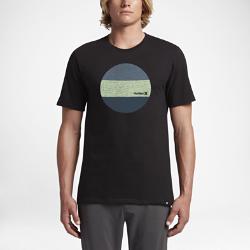 Мужская футболка Hurley CircularМужская футболка Hurley Circular из 100% хлопка с круглой трехцветной графикой обеспечивает вентиляцию и комфорт.<br>