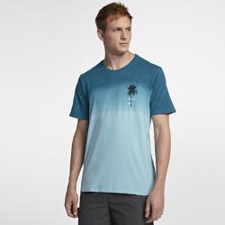 Мужская футболка Hurley Trajectory DipМужская футболка Hurley Trajectory Dip дополнена градиентным принтом в технике деграде, что делает каждую футболку уникальной. 100% хлопок обеспечивает вентиляцию и комфорт.<br>